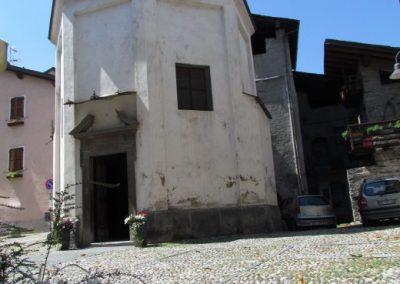 Chiesetta nella piazza Parravicini a Tirano